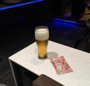 ラウンジでビール